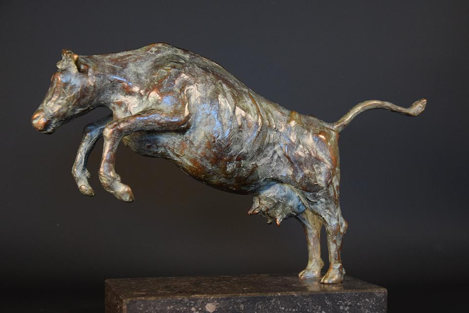 Koe in brons links 3