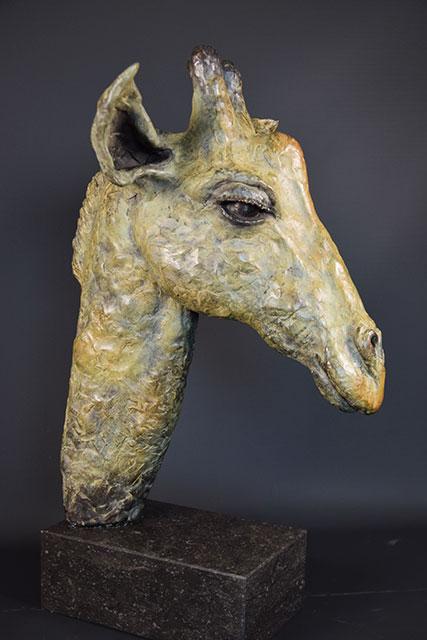 Giraffe-in-brons-rechts