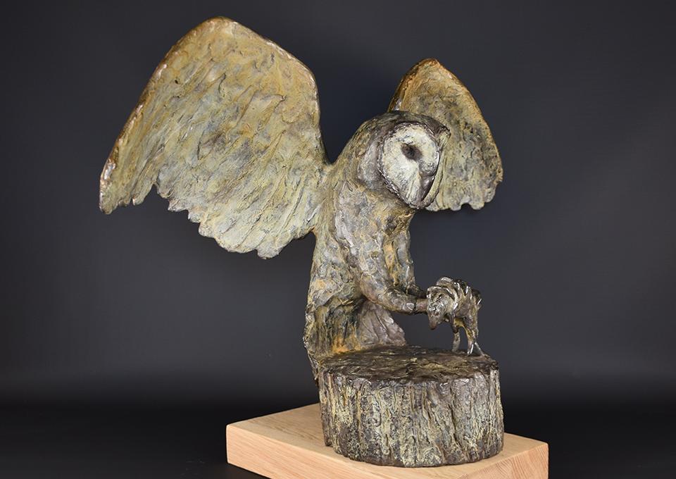 Uil-in-brons-rechts-schuin
