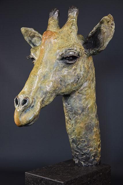 Giraffe-in-brons-links-2