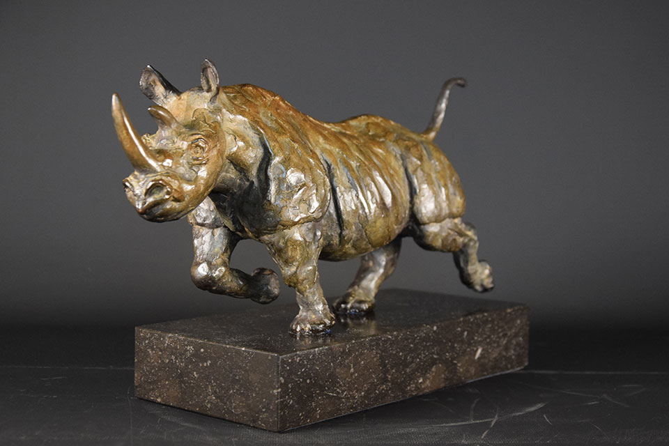 neushoorn-in-brons-links