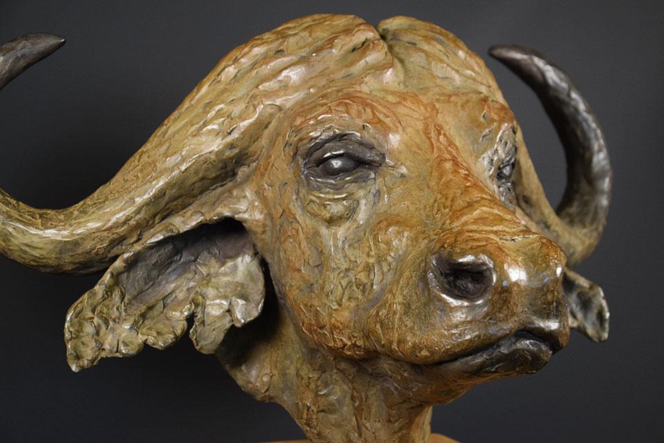 buffel-in-brons-schuinrechtst